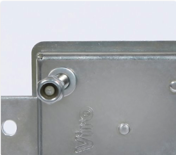 The case of the Viro 1.8270 Series armoured lock for shutters is made of galvanized steel with a greater thickness (2 mm).