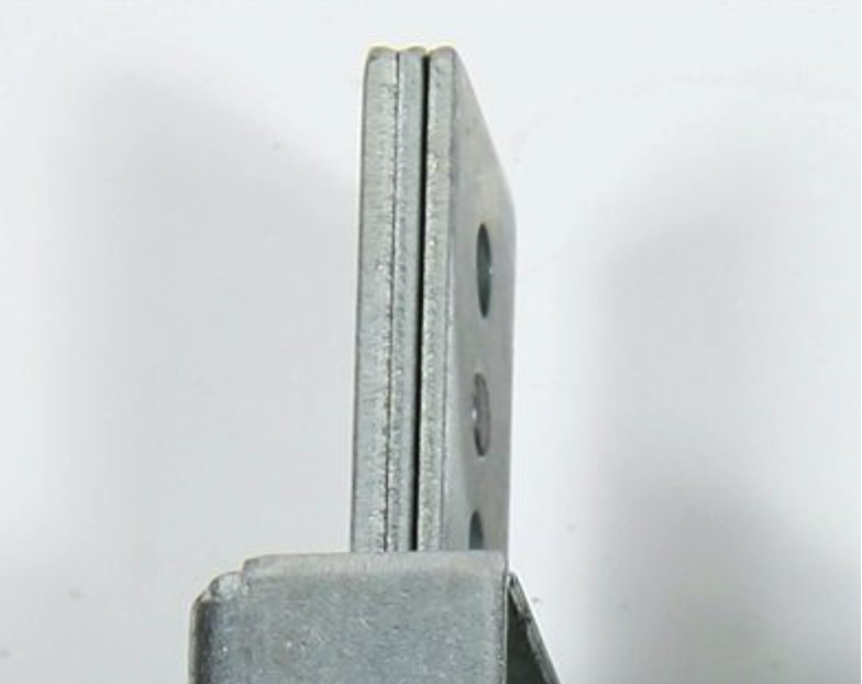 The dead-bolts of the 1.8270 Series armoured locks are 6,5 mm thick, in order to effectively withstand any attempts to break in.